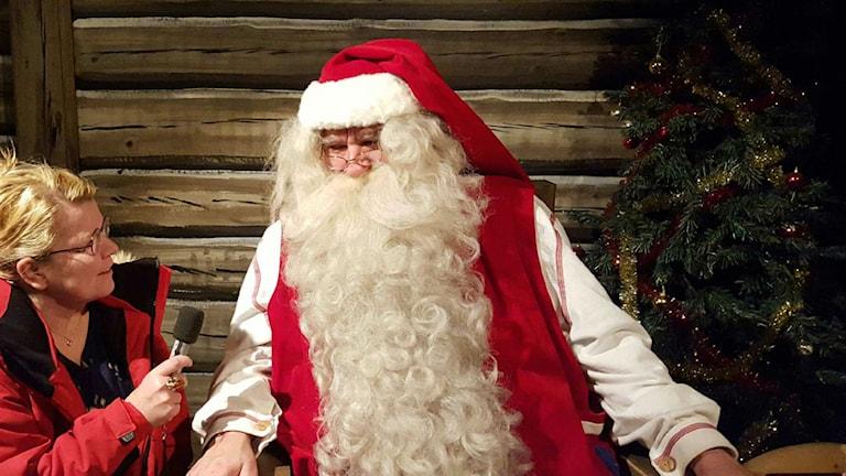 Jultomten talar till barnen