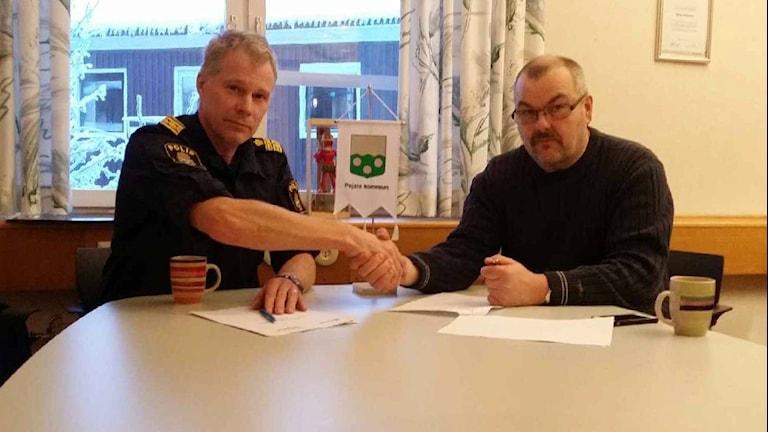 Kommunalrådet Harry Rantakyrö och polischef Lars Öberg