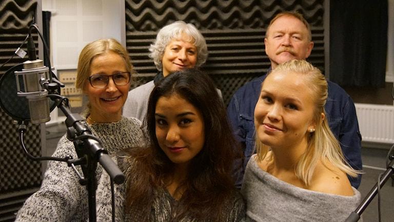Mervi Jaako(regissör), Farzaneh Farsi(Anina),Souad Hashim(mamman), Paulina Martikainen(Elina),Bengt Aili(farfar Auvo).