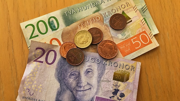 Både Sverigedemokraterna och Vänsterpartiet riktar kritik mot Koalition för Östergötlands föreslagna skattehöjning.