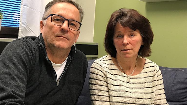 Metodutvecklare Bengt-Ola Mörtlund och hemtjänstpersonal Airi Nykänen.