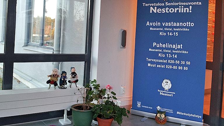 Seniorineuvonta Nestori / Seniorrådgivning i Mälarhemmet. Kuva/Foto: Anna Tainio, Sveriges Radio Sisuradio