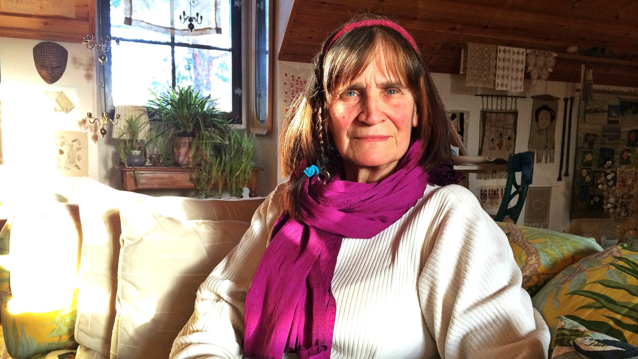 Vuokko-Vera Persson Boman kokoaa ryhmän keskustelemaan Gävlessä.