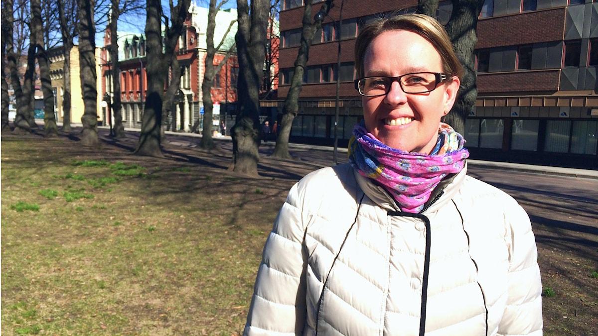 Marjo Särkimäki Sisuradion vieraana keskustelemassa suomen kielestä. Kuva: Tytti Jussila / SR Sisuradio