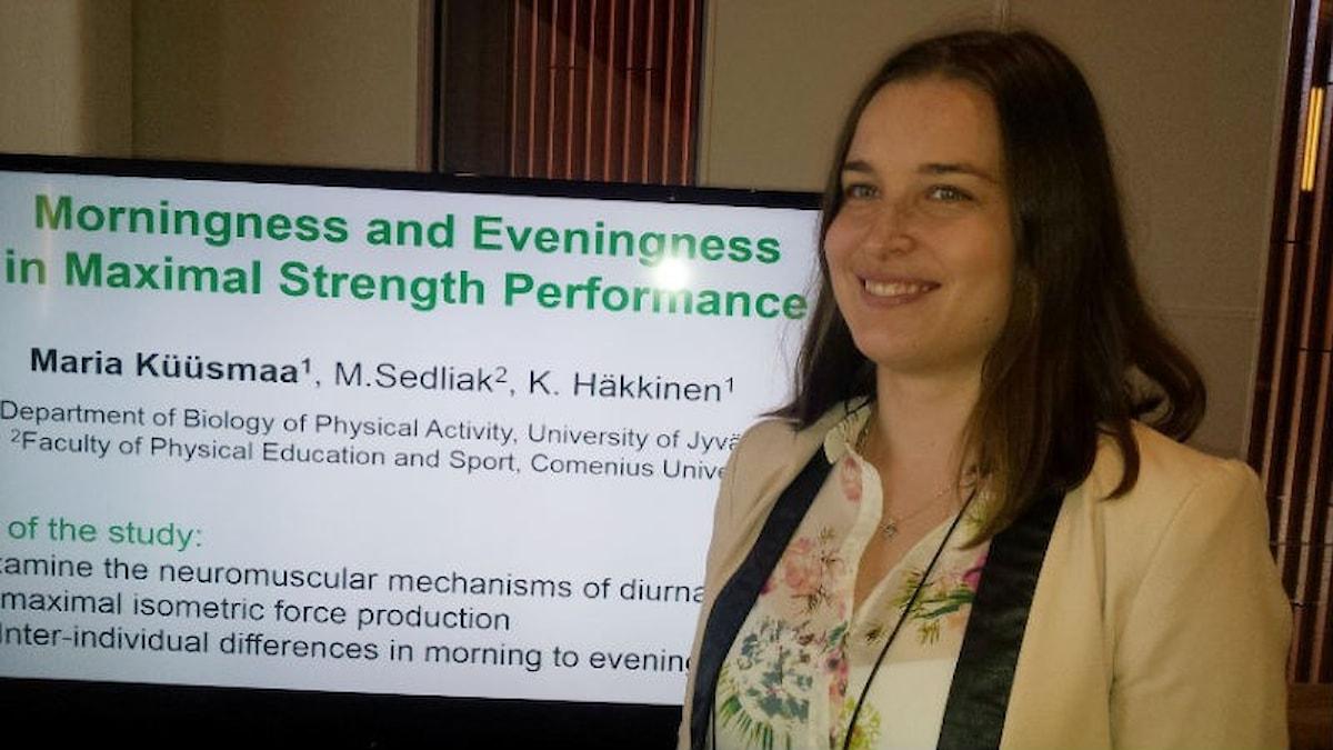 Hymyilevä Maria Küüsmaa on tyytyväinen tutkimukseensa ihmisen voimantuotosta/Foto: Jyri Markkula, Sveriges Radio Sisuradio