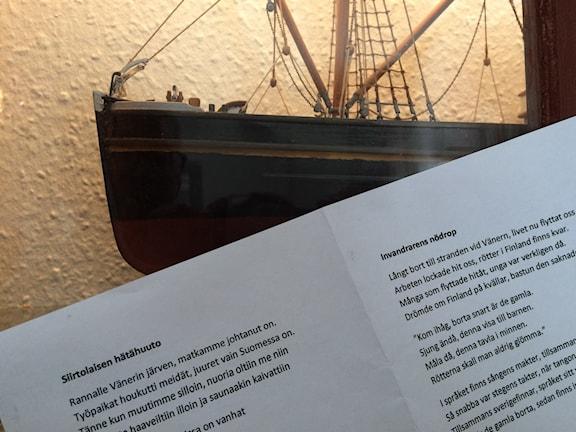 Siirtolaisen hätähuutoon syntyi teksti Mariestadissa, kuva Ulla Rajakisto, Sveriges Radio.