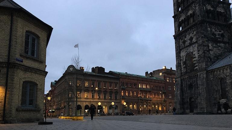 Linnés studentlägenhet i Lund till vänster om domkyrkan.