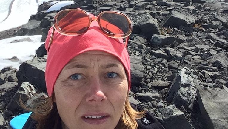 Jenny Berntson Djurvall i stenskravlet i Sarek.