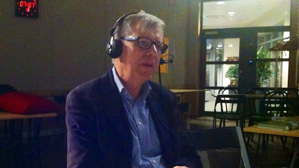 Morgonens hedersgäst, Henrik Ekman, tipsade bland annat om boken om Muddus, eller Muttos. Foto: Helena Söderlundh/Sveriges Radio