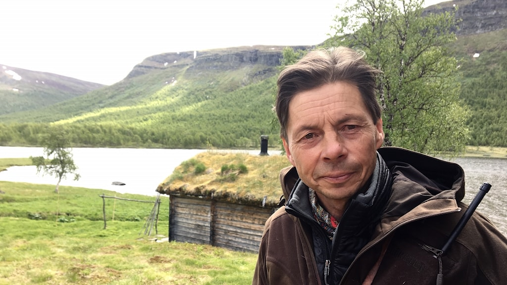 Mikael Vinka på sin fjällgård Geunja i Vindelfjällens naturreservat.