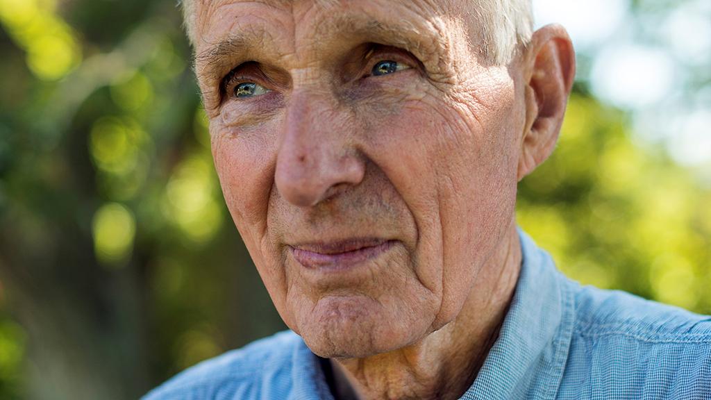 Anders Bjärvall är fågelskådare, biolog, författare och naturälskare.