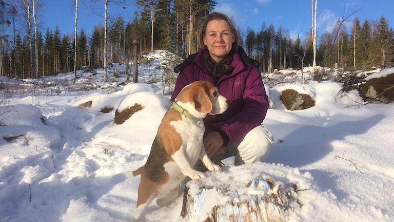 Sanna Seppänen och hennes hund Sussi
