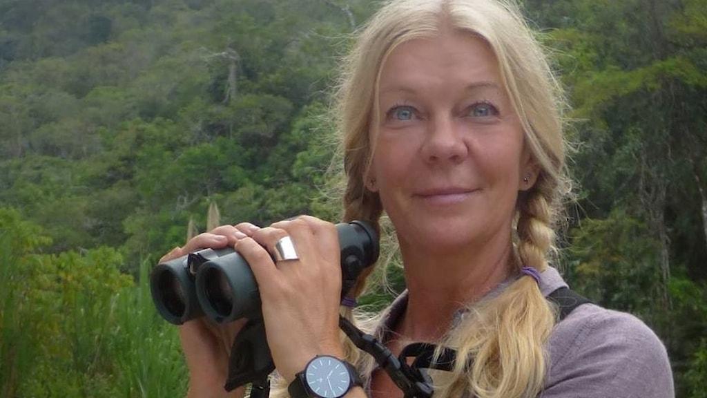 Gigi Sahlstrand, professionell fågelskådare, medverkar i Naturmorgons flyttspecial lördag 14 oktober.