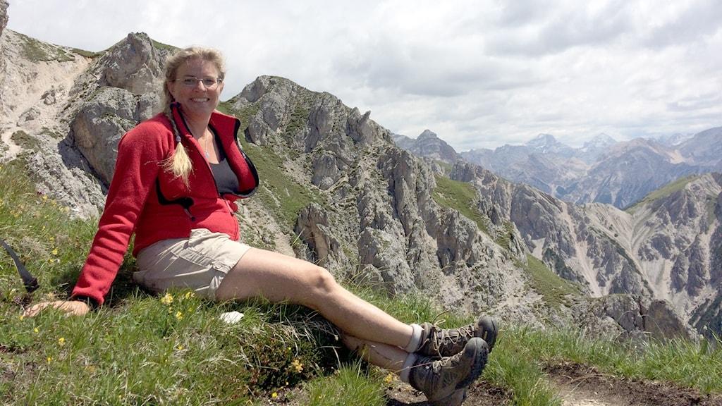 Pernilla Eskilsdotter högt uppe i italienska bergskedjan Dolomiterna.