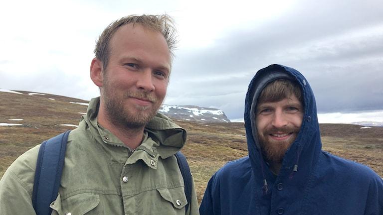 Jonatan Martinsson, reporter och Peter Antkowiak, fjällfågelforskare.