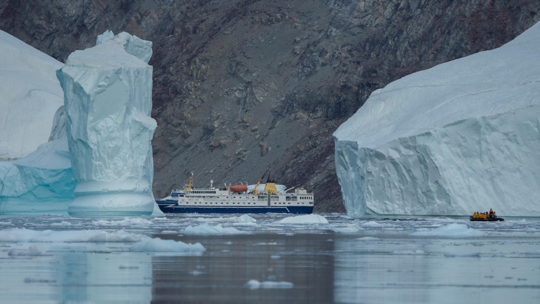 Enormt isberg fods i antarktis