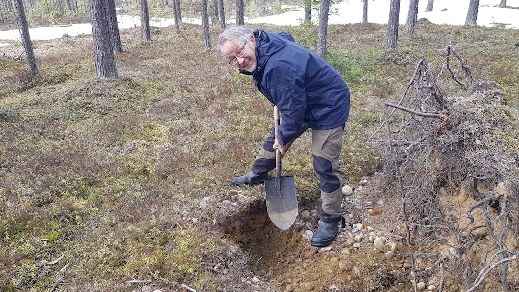 man gräver grop