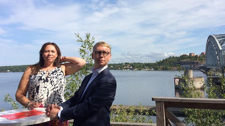 Anna Rheyneuclaudes Kihlman, kommunstyrelsens ordförande på Lidingö och Kristoffer Tamsons, trafiklandstingsråd och