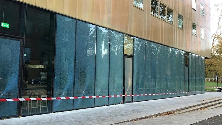 Krogen på Sven Harrys Konstmuseum utsatt för glaskrossning