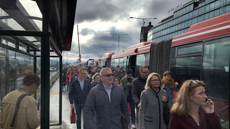 Trängsel vid Slussens nya bussterminal