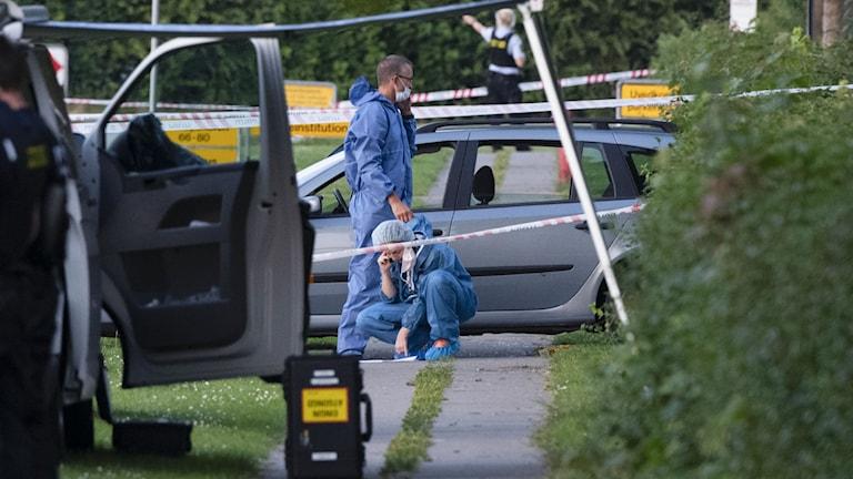 Polis och kriminaltekniker på plats efter dubbelmordet i Köpenhamn förra året.