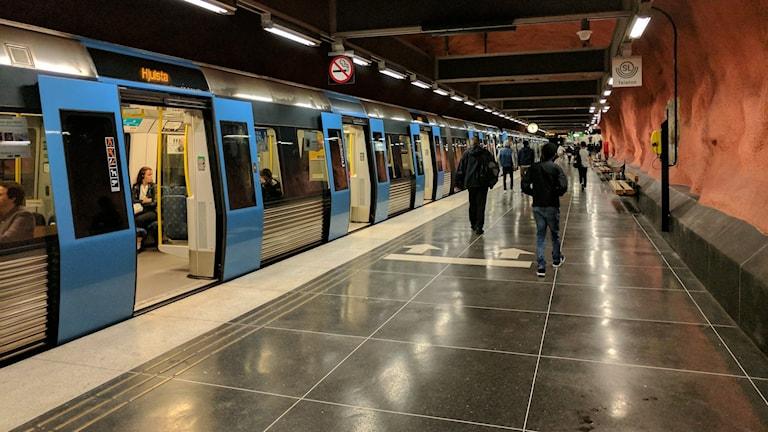 Tunnelbana i Rinkeby mot Hjulsta