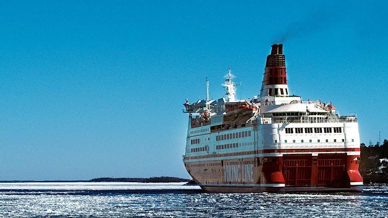 Finlandsfärja på väg genom Furusundsleden. Foto: Hasse Holmberg /Scanpix.