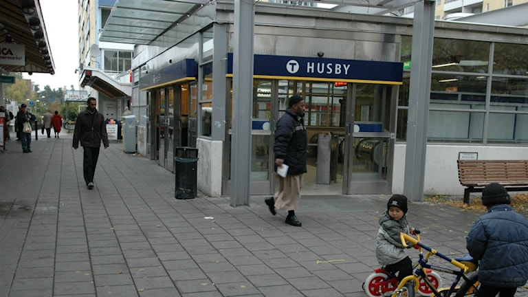 Förorten Husby torg och tunnelbana. Foto:Leif R Jansson/Scanpix.