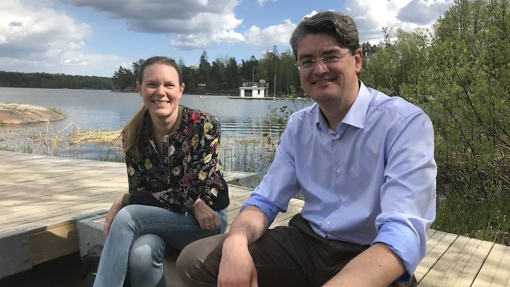 Anna Olovborn på miljökontoret i Huddinge och centerns kommunalråd Christian Ottosson