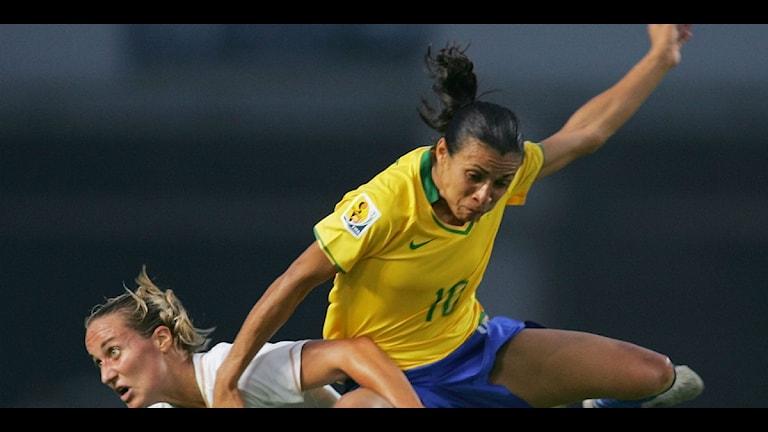 Marta Vieira da Silva i en actionfylld scen. Foto: AP Photo/Greg Baker