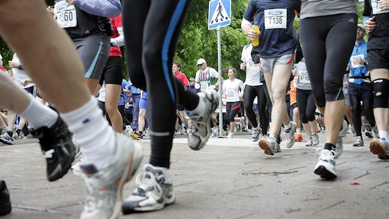 Stockholm Maraton på Stockholms gator. Bilden: Starten i ett regnigt Stockholm på Lidingövägen utanför Stockholms olympiastadion. Foto: Bertil Ericson/Pressens bild/ Scanpix.