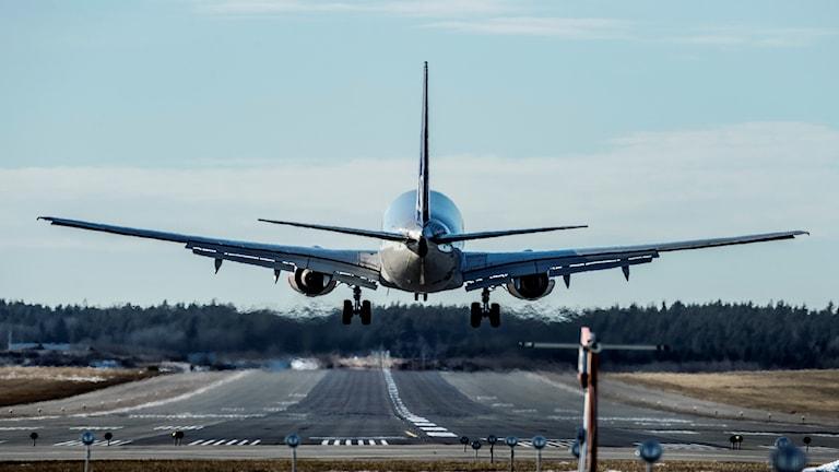 Flygplan landar på Arlanda.