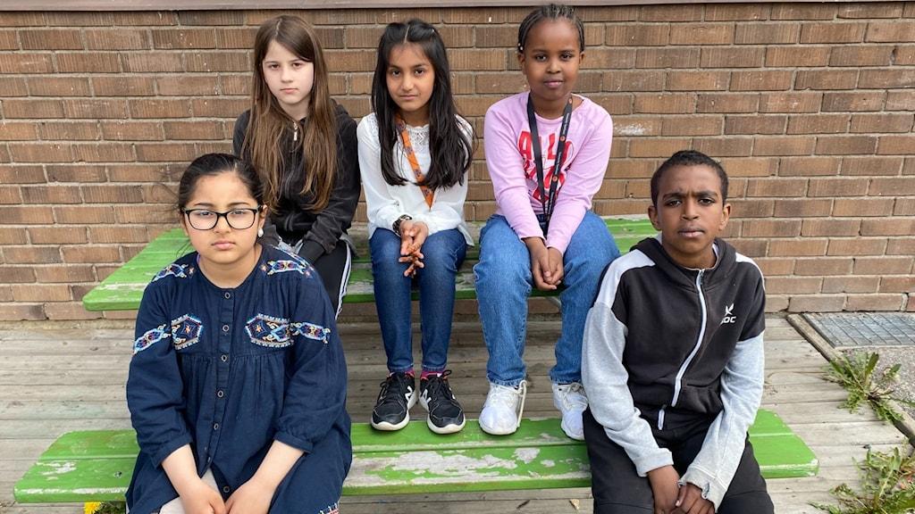 Eleverna Ayeza, Ndriola, Duaa, Hajara och Yusuf Farah är ledsna över beslutet.
