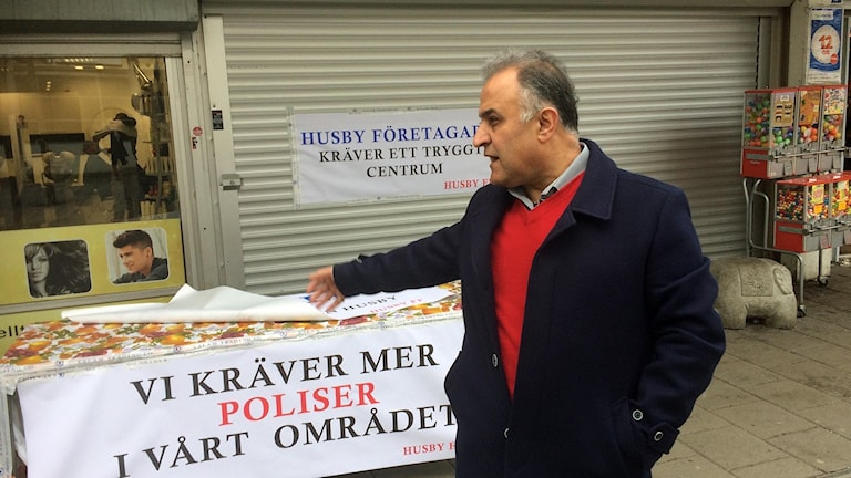 Företagare i Husby stänger butiker i protest