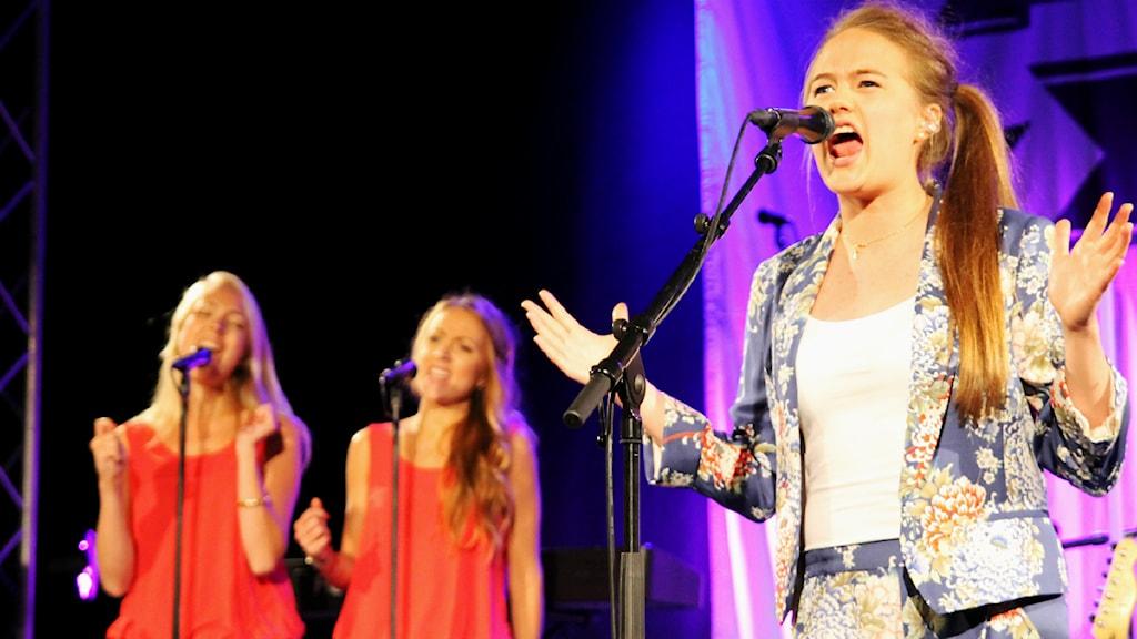 Sandra Kassman sjunger sitt bidrag Never got started. Foto: Sabina Kuutti/ Sveriges Radio
