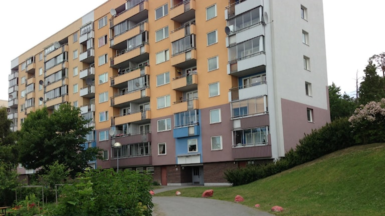 Ett av de hus på Albyberget som sålts till fastighetsbolaget Mitt Alby AB.