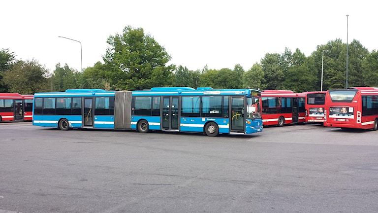 SL-buss på bussparkering