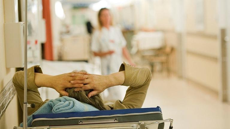 Väntetiderna för multisjuka äldre kan vara långa på länets akutmottagningar.