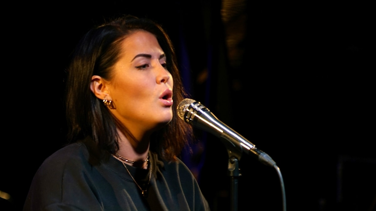 """Molly Sandén sjöng """"Rygg Mot Rygg"""" och nya singeln """"Utan Dig""""."""