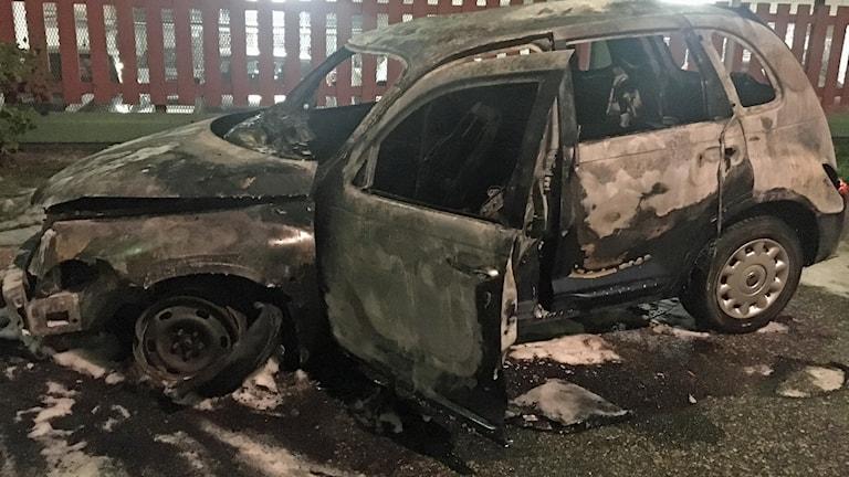 Sex bilar förstördes i nattens bränder i Husby.