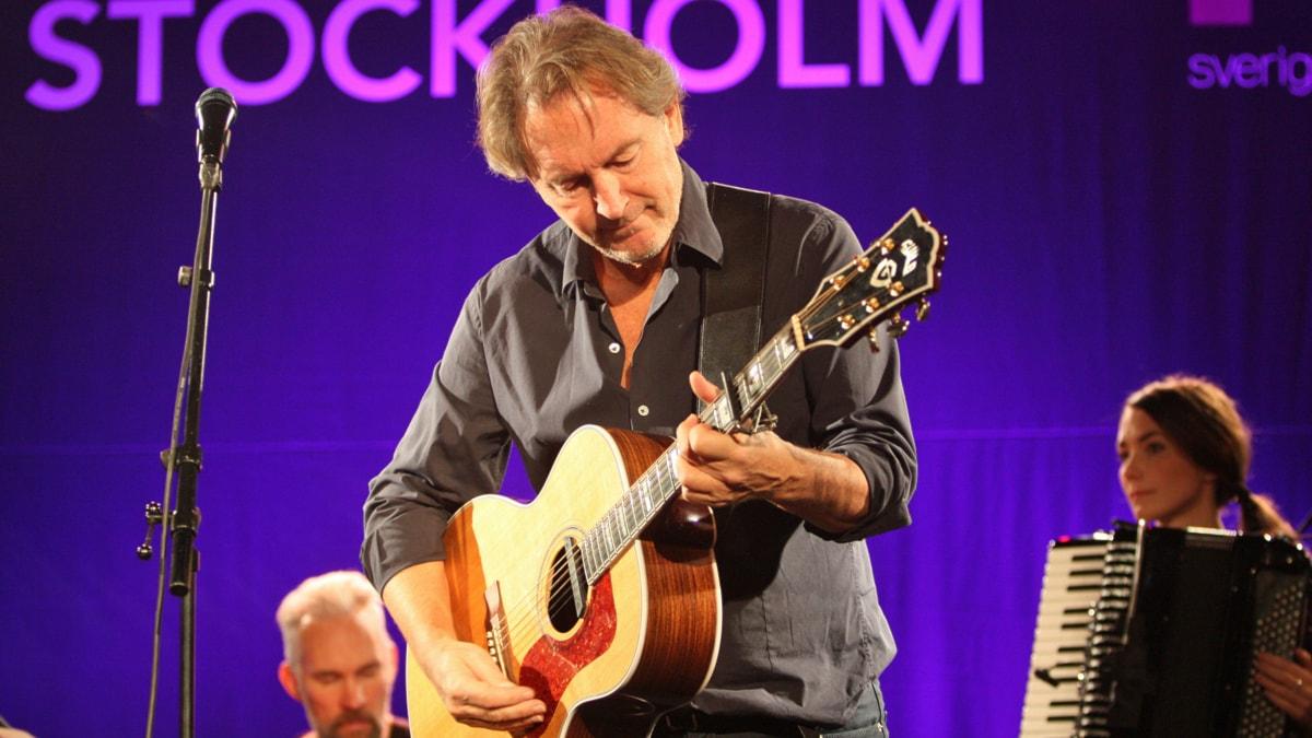 Tomas Ledin uppträder i Musikplats Stockholm, P4 Radio Stockholm. Foto: Lars-Åke Gustavsson /Sveriges Radio.