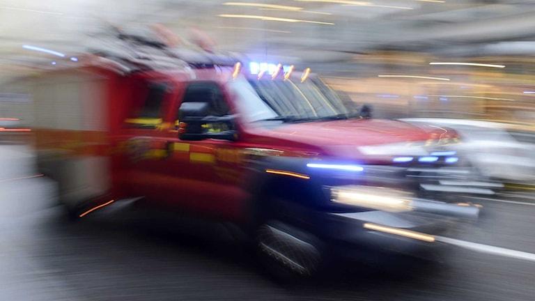 En mindre brandbil under utryckning. Foto: Bertil Enevåg Ericson/TT.