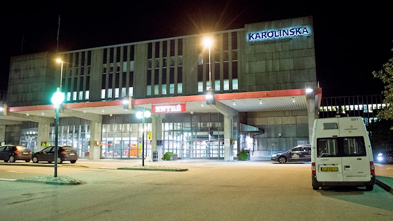 Huvudentrén på Karolinska Universitetssjukhuset i Huddinge. Foto: Fredrik Sandberg / TT.