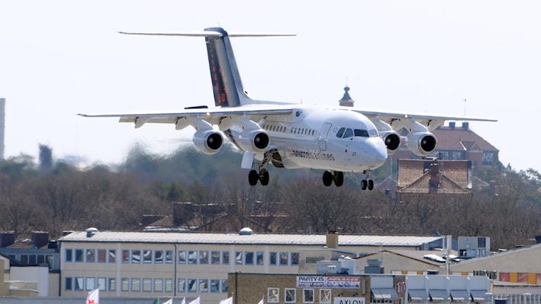 Flygplan landar på Bromma (arkivbild).