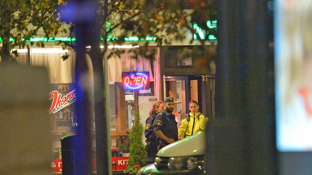 Polisen har knackat dörr i området. Foto: Johan Nilsson/TT.