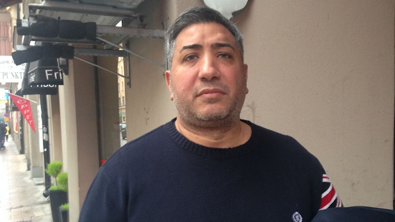 Ibrahim Assali polisanmälde några poliser efter att de skjutsat ut honom till Kaknästornet. Foto: Max Pröckl / Sveriges Radio