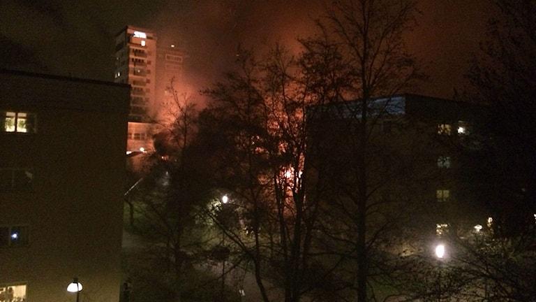 Kraftig rökutveckling efter brand i förskola i Östberga. Foto: Palmira Koukkari Mbenga/Sveriges Radio