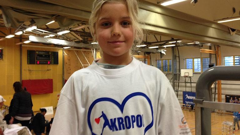 Hedda Håkansson från Alvik är på plats för att visa sin kärlek till basketen. Foto: Otto Marand/SR