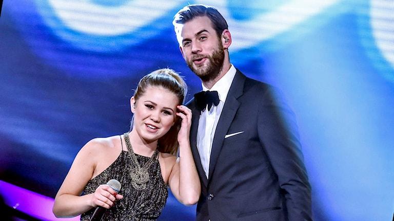 Lisa Ajax och programledaren Pär Lernström i TV4:as Idol. Foto: Jonas Ekströmer /TT.