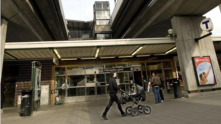 De boende i Hässelbygård är glada över sitt bibliotek. Foto Lars Pehrson, SVD / TT